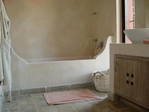 ванная их марокканской штукатурки