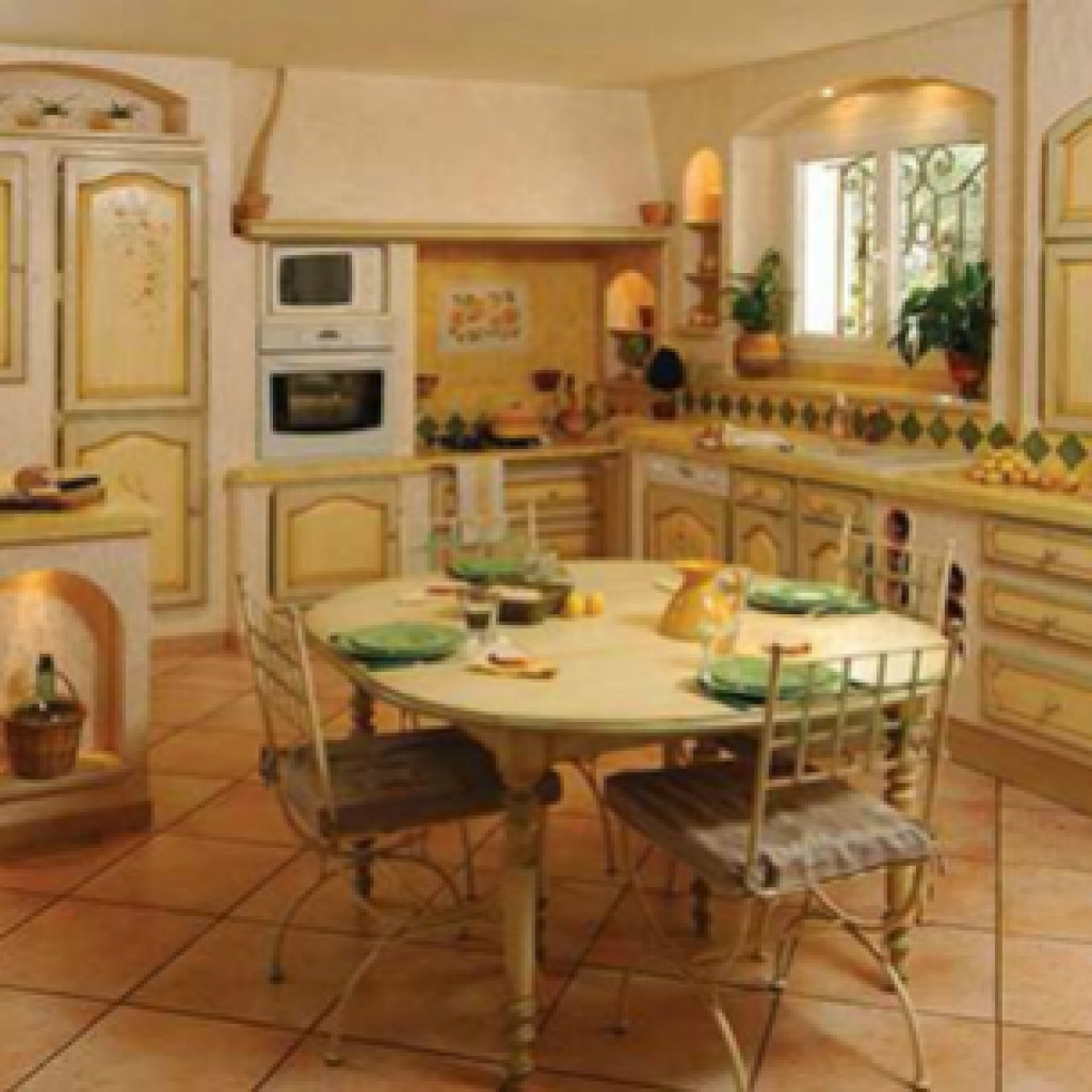 светлая палитра цветов в прованской кухни фото