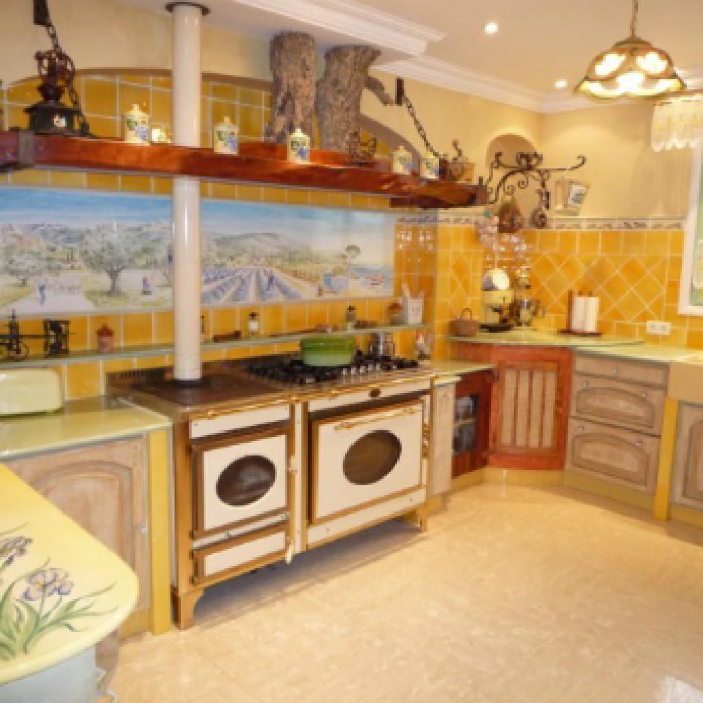 оливковый и фисташковые цвета в кухни прованс фото