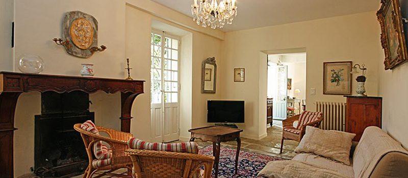 Предметы интерьера гостиной, состаренность и натуральность