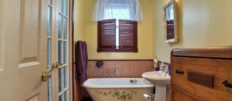 Сантехника и краны для ванной комнаты стиля прованс