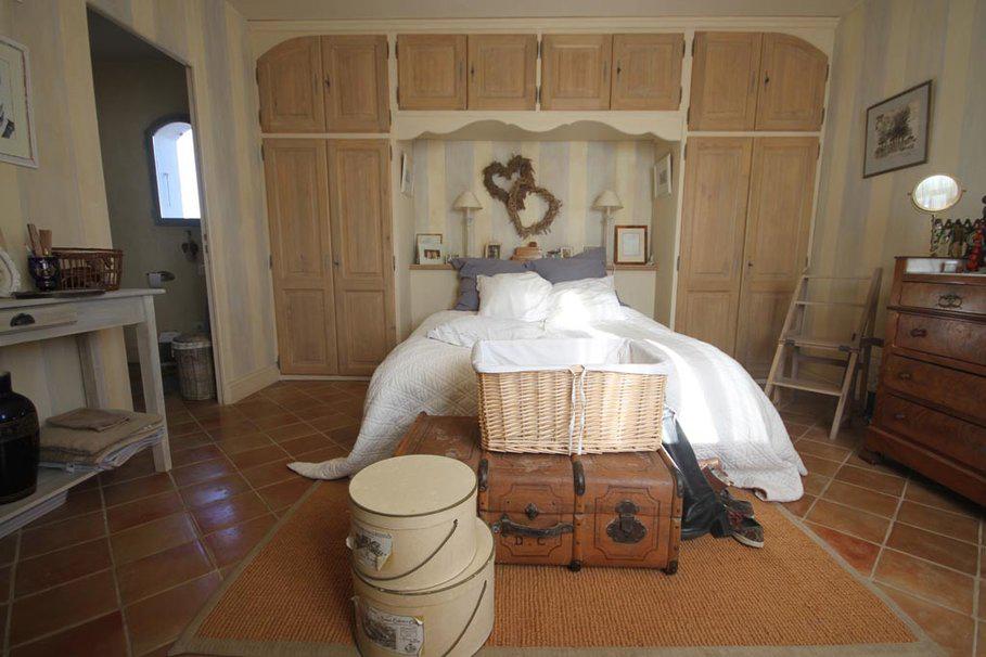 Бежевый цвет в спальне фото