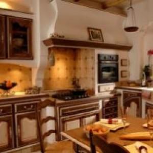 кухня выдержанная в темных тонах фото